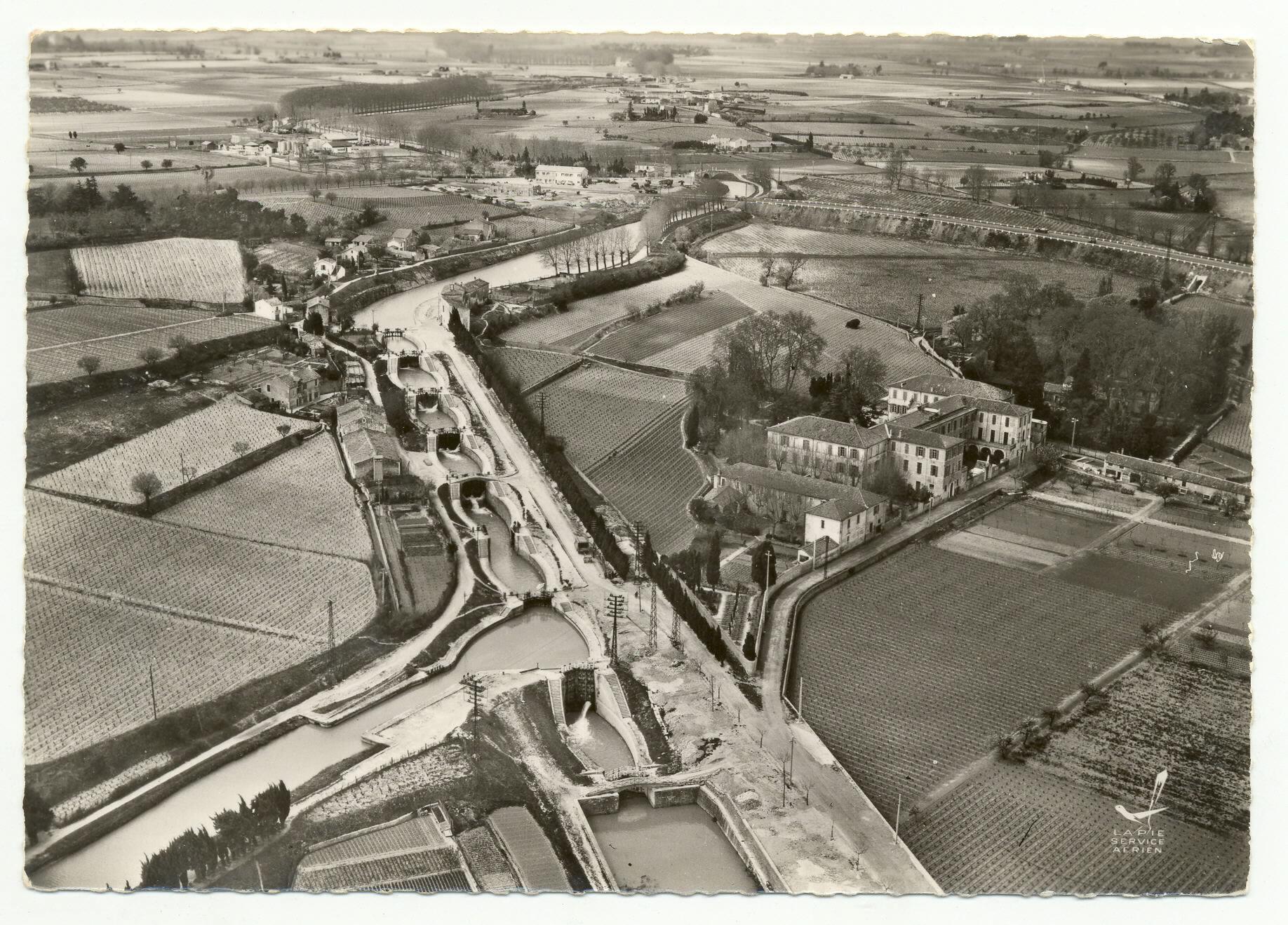 Béziers - Les écluses - Vue aérienne de 1956 (Sicard)