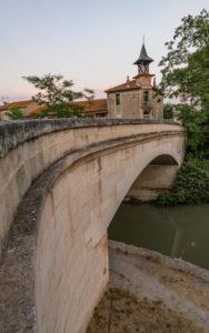 Le pont de Poilhes et l'école