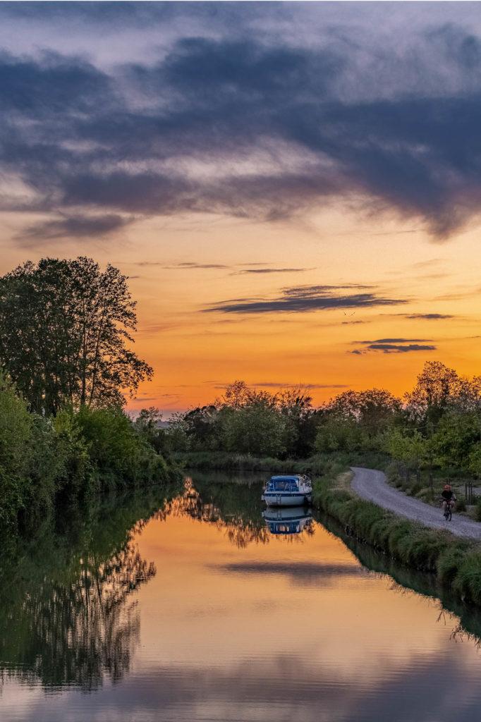 Reflets du crépuscule dans le Canal du Midi