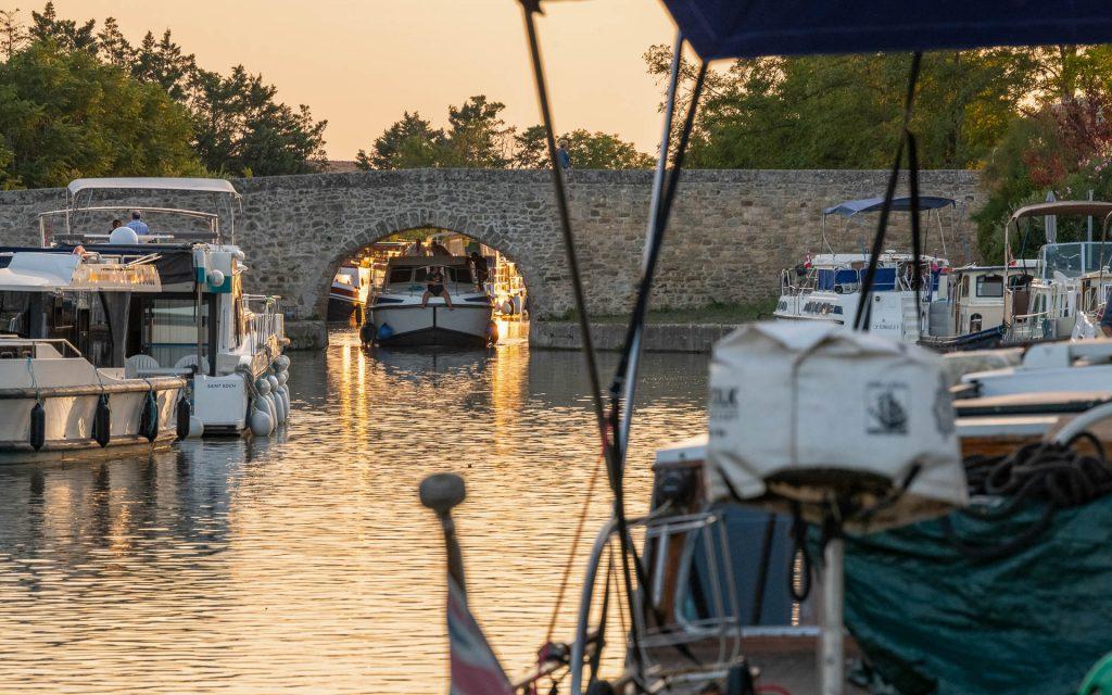 Sous le pont de pierre à Capestang