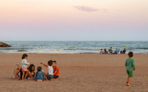 Le bord de mer, lieu de retrouvailles en famille